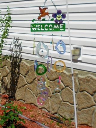 Welcome Humming Bird with Colored Rings Glass Wind Chimes