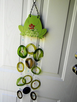 Frog with Colored Rings Glass Wind Chimes
